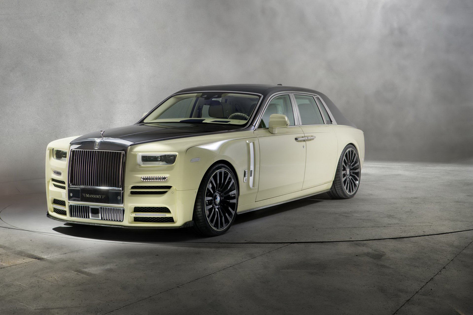 Rolls-Royce_Phantom_by_Mansory_0006.jpg