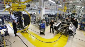 Στο εργοστάσιο όπου κατασκευάζεται το απόλυτο SUV [Vid]
