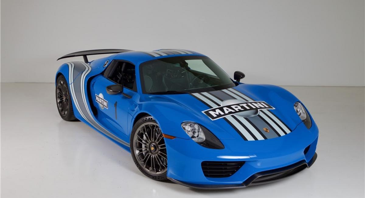 """Σε δημοπρασία η μοναδική Porsche 918 Spyder βαμμένη σε """"Voodoo Blue"""" χρώμα"""