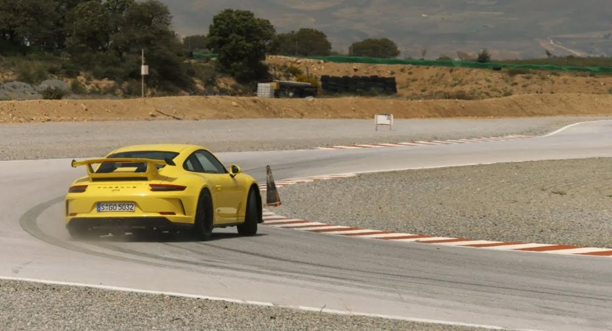O Walter Rohrl σε μαθαίνει να driftάρεις με μια Porsche 911 GT3