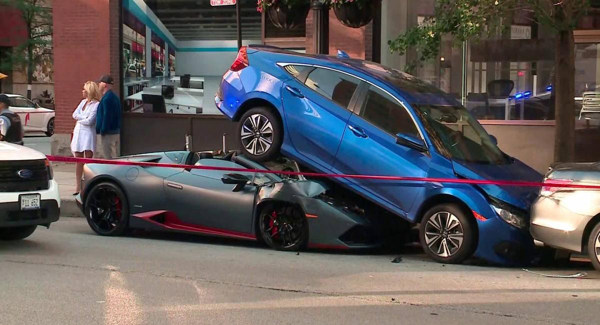 Lamborghini Huracan Spyder σφηνώνεται κάτω από ένα Honda Civic