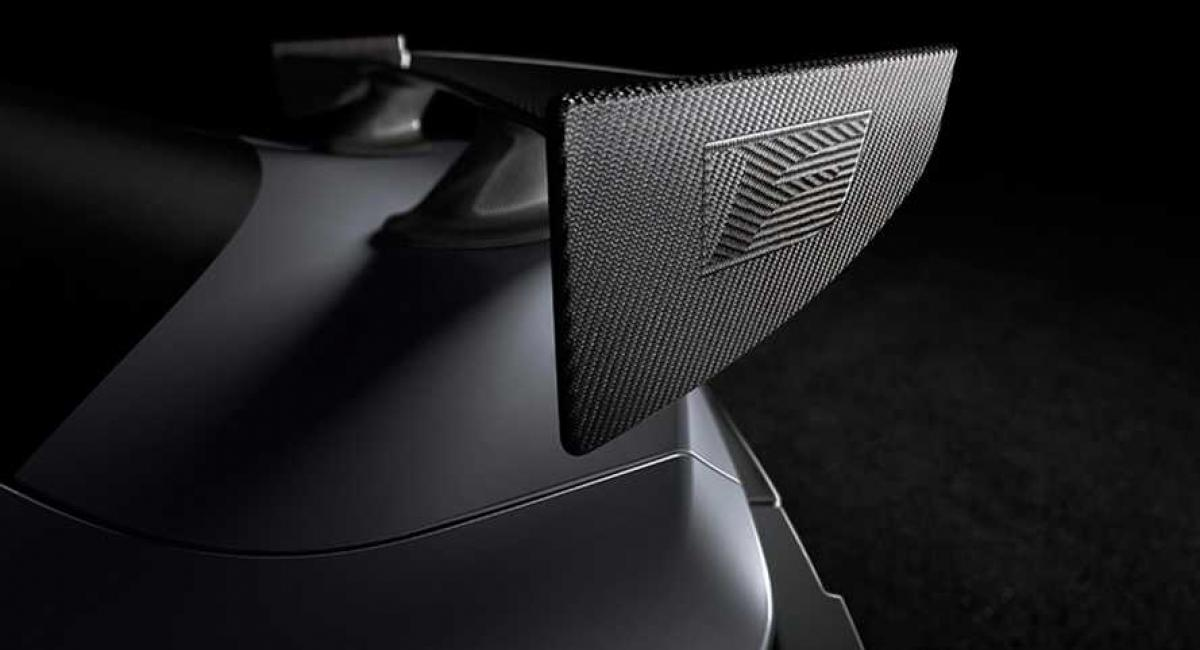 H Lexus teasάρει το RC F Track Edition