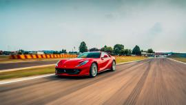 Δοκιμάζοντας την Ferrari 812 Superfast [Vid]