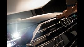 Audi A8: Με δεμένα μάτια η πρώτη συνάντηση μαζί του [Vid]
