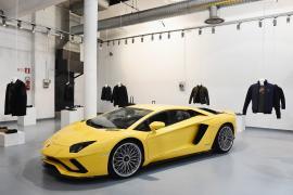 Εντυπωσιακή σειρά ρούχων και αξεσουάρ από την Lamborghini
