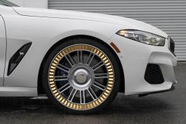 BMW 8-Series με χρυσές ζάντες