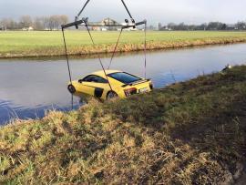 Ένα Audi R8 V10 Plus έπεσε μέσα σε κανάλι νερού [Vid]