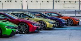 9 BMW i8 περιμένουν να γνωρίσουν τους νέους ιδιοκτήτες τους