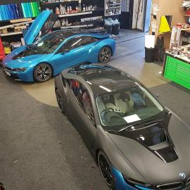 Οι παίκτες της Leicester έβαψαν τα BMW i8 για να μη μπερδεύονται.