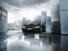 Η BMW i8... ντύθηκε στα μαύρα