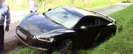 Ένα Audi R8 V10 Plus στο... χαντάκι (vid)