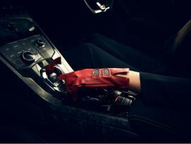 Γάντια αξίας €145 από την Lamborghini