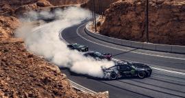 Τρεις γενεές Nissan Silvia καίνε λάστιχο στα Εμιράτα