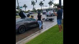 Γυναίκα οδηγός McLaren 720S τα βάζει με μοτοσυκλετιστές [Vid]
