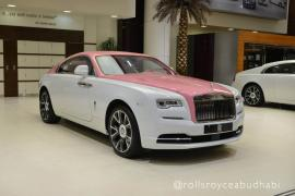 """Μία ροζ Rolls-Royce Wraith περιμένει κάποια """"Barbie"""""""