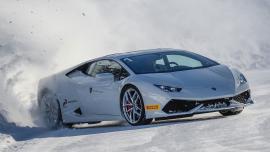 Παιχνίδια στο χιόνι με Lamborghini! [Vid]