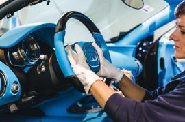 """Οι... """"ιπτάμενοι γιατροί"""" σώζουν τις Bugatti Chiron"""