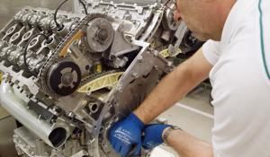 Δείτε πώς κατασκευάζεται o W12 της Bentley [Vid]