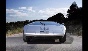 H Maserati Boomerang είναι ιδιαίτερη και έχει το πιο περίεργο ταμπλό του κόσμου.