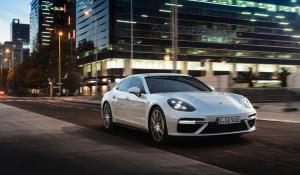 Η ισχυρότερη Porsche παραγωγής είναι η Panamera Turbo S E-Hybrid!