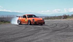Ατελείωτο drift με μια Porsche 911 GT3 RS
