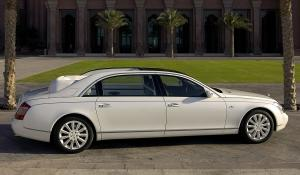 Στο Παρίσι η Mercedes-Maybach Landaulet