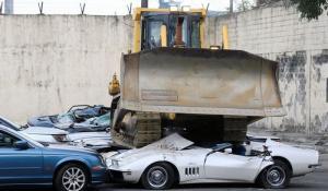 30 πανάκριβα αυτοκίνητα κατέστρεψε ο πρόεδρος των Φιλιππίνων [Vid]