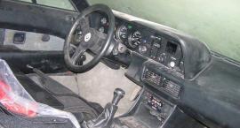 Μία BMW M1 εγκαταλελειμμένη και σκονισμένη